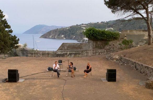 Tra archeologia e paesaggio a Lipari le opere digitali di Eva Schlegel [VIDEO]